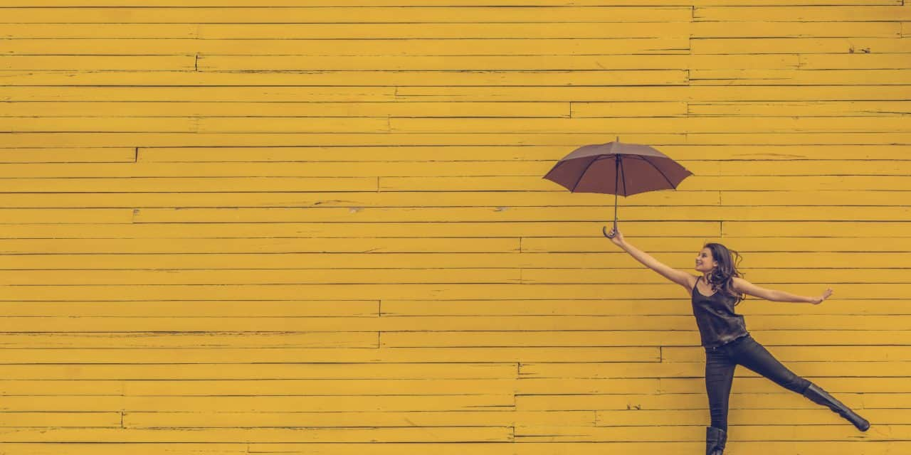 【シャイニージェル】ぐずつくお天気には、ハッピーイエローネイル。