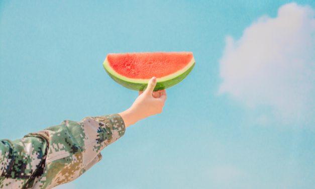 【シャイニージェル】夏、真っ只中は思いっきりラストサマーネイルを楽しもう。